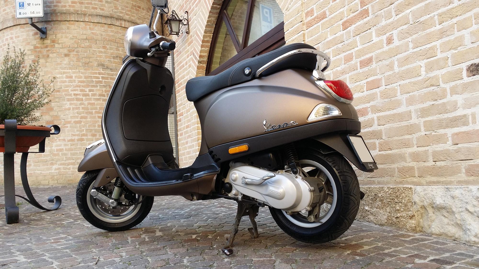 vespa piaggio 50 wrapping moto marrone metallizato opaco. Black Bedroom Furniture Sets. Home Design Ideas