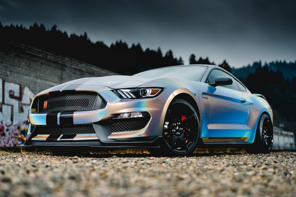 Ford Mustang - Car wrapping Gloss Psychedelic GP281 3M
